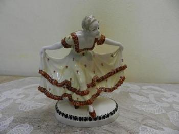Porcelain Figurine - white porcelain - 1910